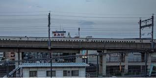 Tabata Station Der Südausgang der Tabata Station findet sich auch im Film wieder. Hier treffen sich Hodaka und Hina immer wieder, das reale Vorbild ist klar an der Skyline zu erkennen.  Koordinaten: http://bit.ly/2HrdS33