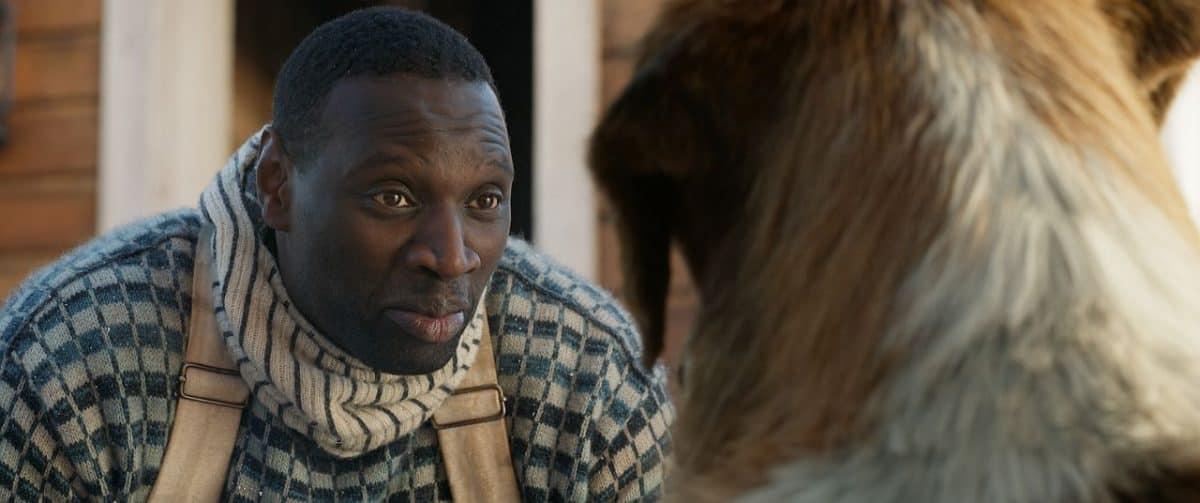 Omar Sy als Perrault. Ein Postman mit Auftrag. Buck wird sein bester Schlittenhund.