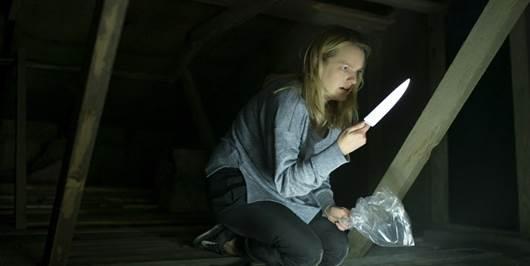 Der Unsischtbare hat es auf Cecilia ( Elisabeth Moss ) abgesehen.