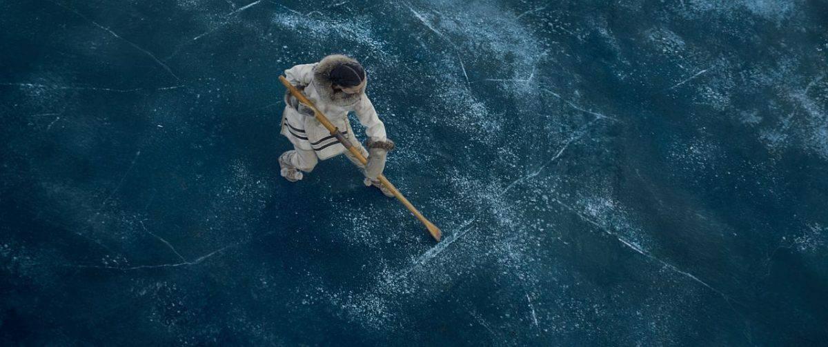 Eine gefährliche Situation auf dem Eis. Es bricht ein. Buck muss eingreifen.