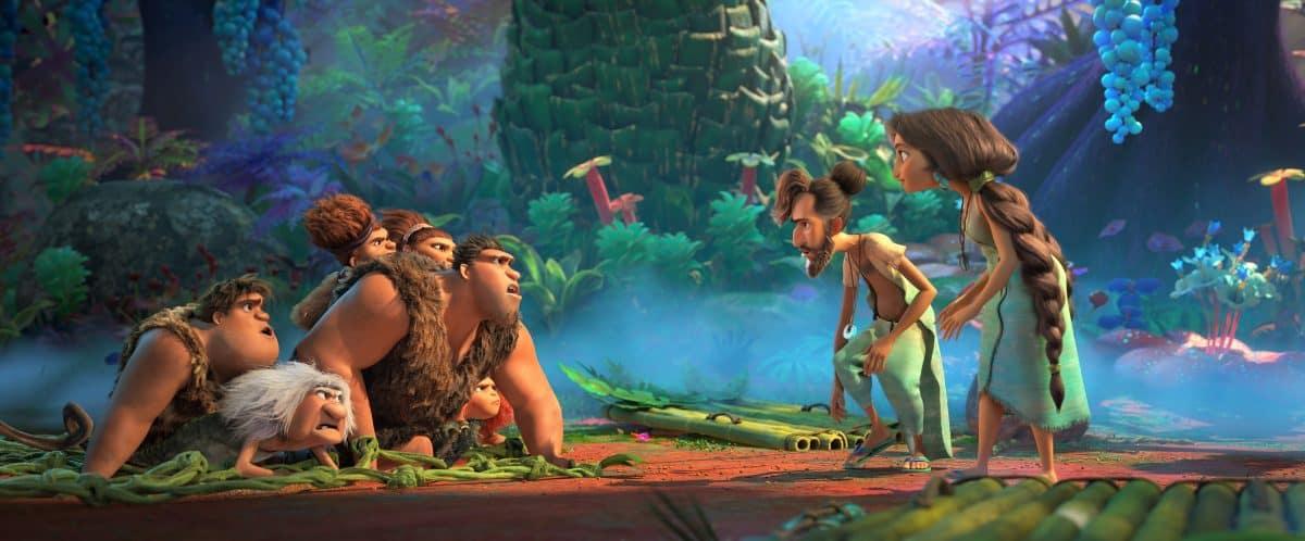 The Croods (links) treffen Die  Bessermanns (rechts) in DreamWorks Animation's The Croods: A New Age. The Croods  v.l.nr.): Thunk (Clark Duke), Gran (Cloris Leachman), Sandy (Kailey Crawford), Grug (Nicolas Cage), Ugga (Catherine Keener) and Eep (Emma Stone). Die Bessermanns (v.l.n.r) Phil (Peter Dinklage) und Hope (Leslie Mann).