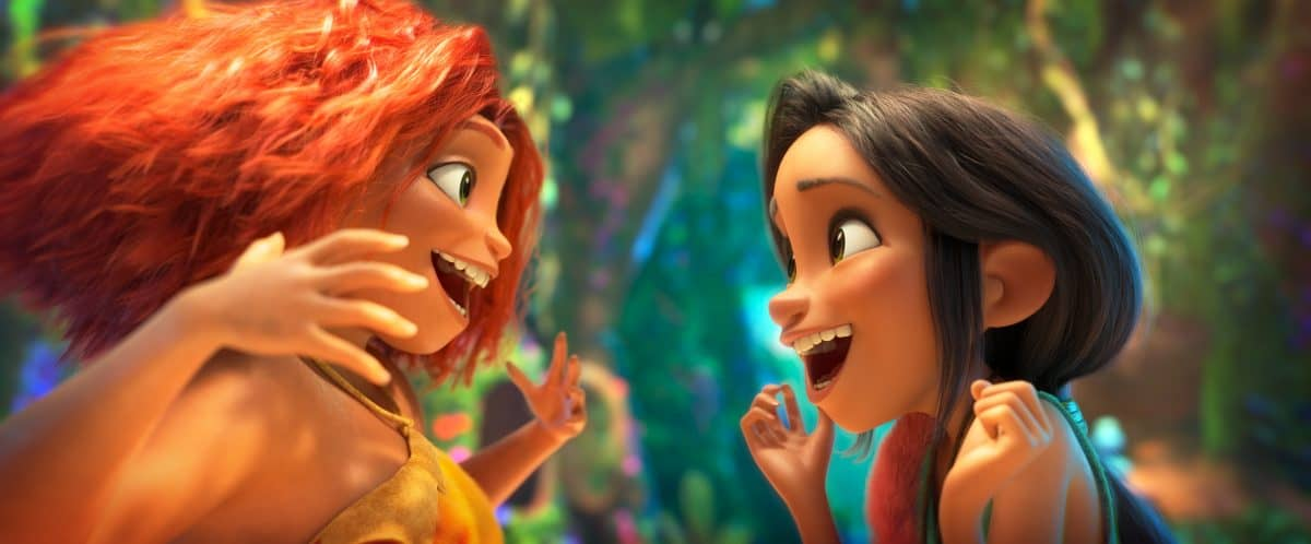 """(links) Eep Crood (Emma Stone) and Dawn Betterman (Kelly Marie Tran) in DreamWorks Animation's """"The Croods: A New Age, von Joel Crawford."""