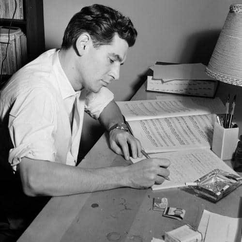 Leonard Bernstein bei der Arbeit