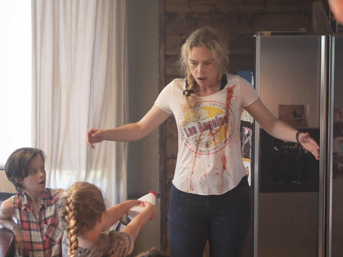 Raya (Katerina Lipovska) rebeliert gegen Wiebke (Nina Hoss)