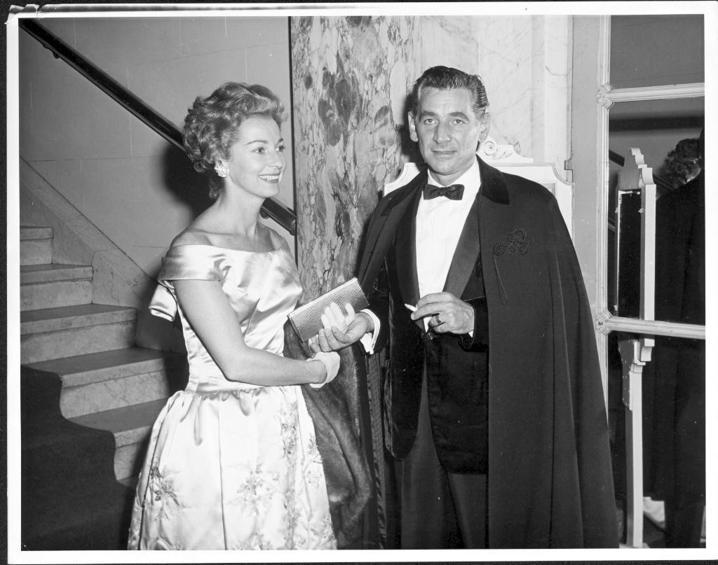 Felicias und Leonard Bernstein auf einer Abendveranstaltung