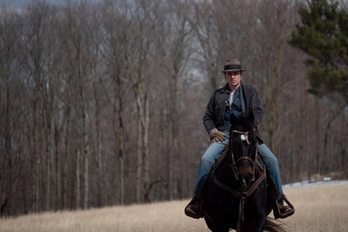 Einsamer Cowboy: Willis (Sverrir Guðnason) muss fortan ohne seine Frau Gwen und die gemeinsame Tochter Sarah zurechtkommen, während sein Sohn John weiterhin bei ihm aufwächst.