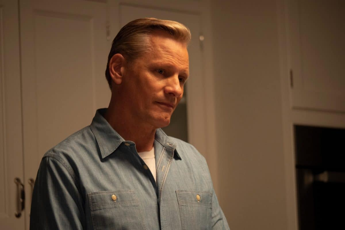 Trotz der schmerzhaften Erinnerungen an seine Kindheit nimmt John (Viggo Mortensen) seinen Vater Willis in sein Haus nach Kalifornien auf