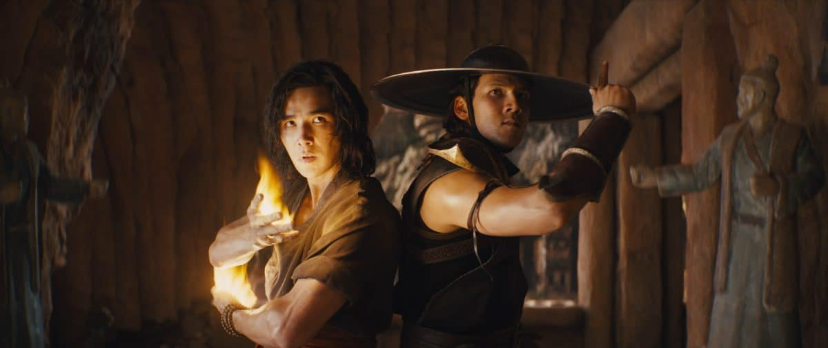 (L-r) LUDI LIN als Liu Kang and MAX HUANG als Kung Lao