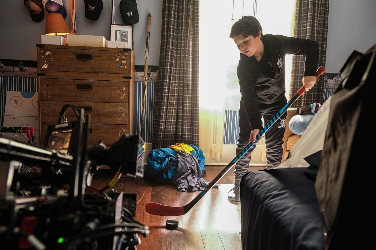 Brady Noon mit seinem Eishockeyschläger
