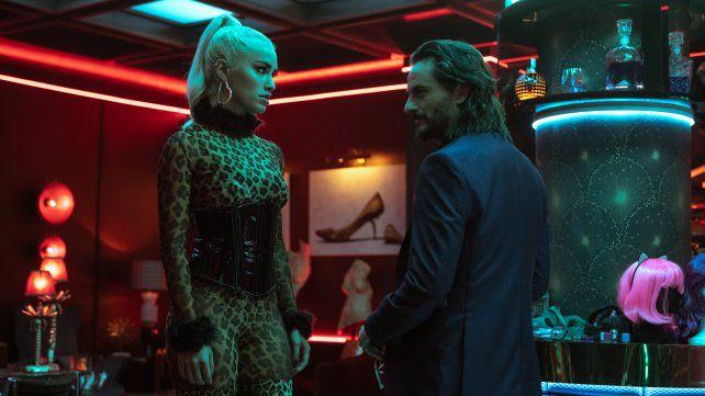 Gespräch unter Feinden. Wendy und Romeo diskutieren im Club