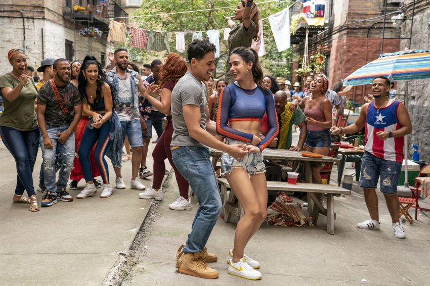 """(links mitte-rechts mitte) ANTHONY RAMOS als Usnavi and MELISSA BARRERA als Vanessa in """"IN THE HEIGHTS,"""