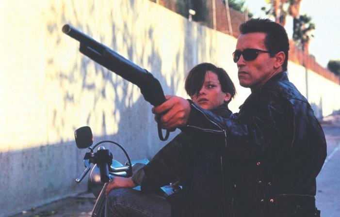 Arnold Schwarzeneggerbeschützt Edward Furlong–Terminator 2: Tag der Abrechnung(1991)