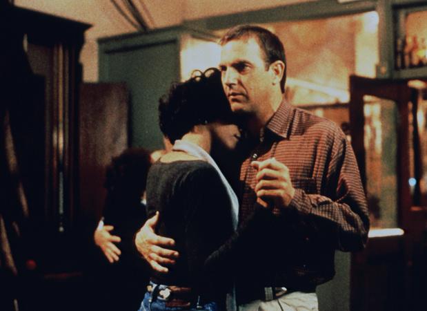 Kevin Costnerund Whitney Houston in –Bodyguard(1992)