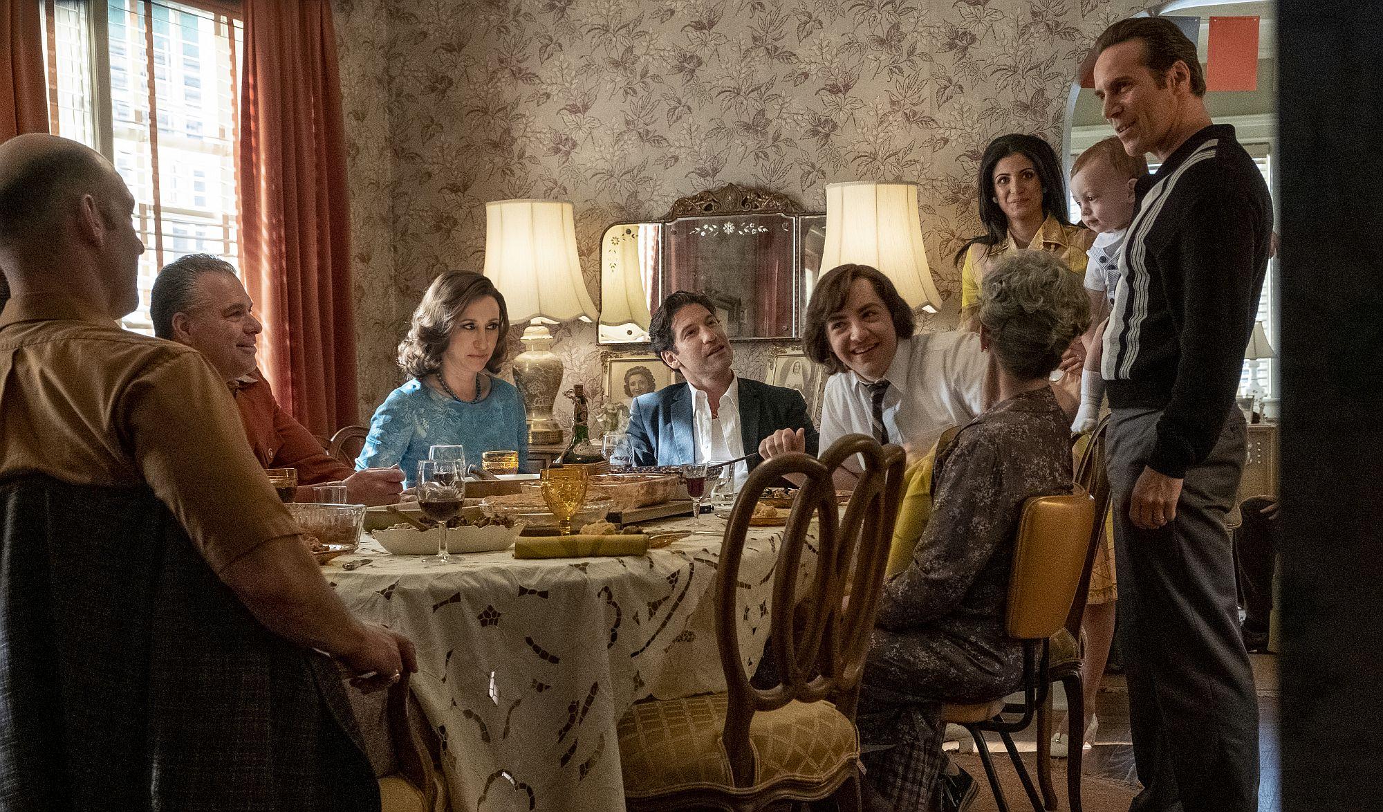 Die Sopranos in jungen Jahren bei einem Familienessen