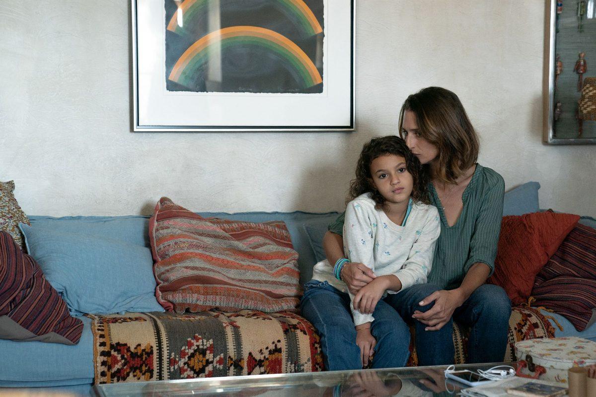 """Lilou Siauvaud (links) als """"Maya"""" und Camille Cottin (rechts) als """"Virginie"""" im Film Stillwater"""