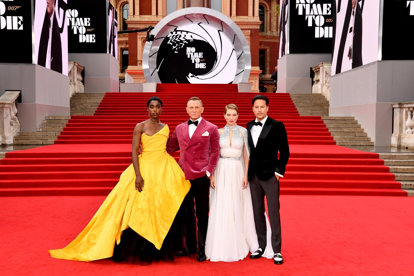 Daniel Craig, Lea Seydeoux und Regisseur Cary Fukunaga bei der Weltpremiere von KEINE ZEIT ZU STERBEN in London.