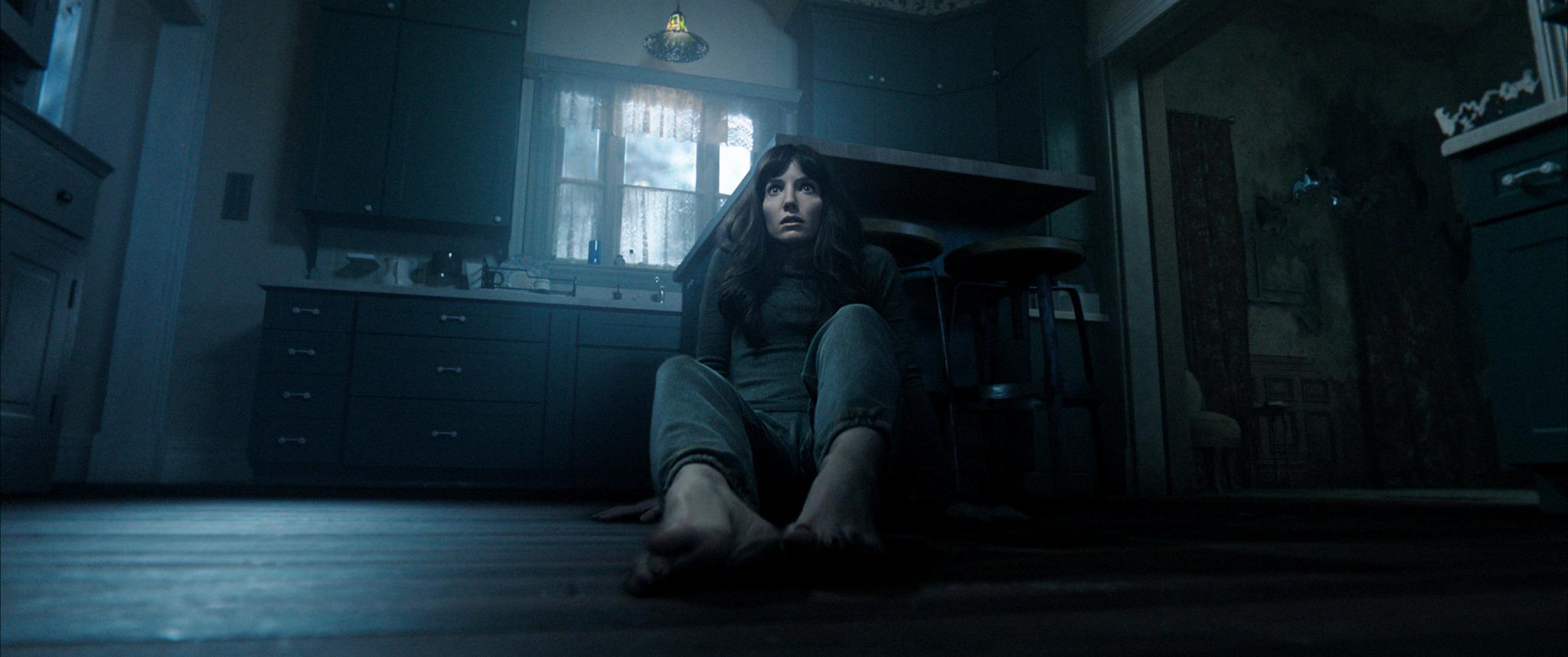 ANNABELLE WALLIS as Madison im Horror Thriller Malignant