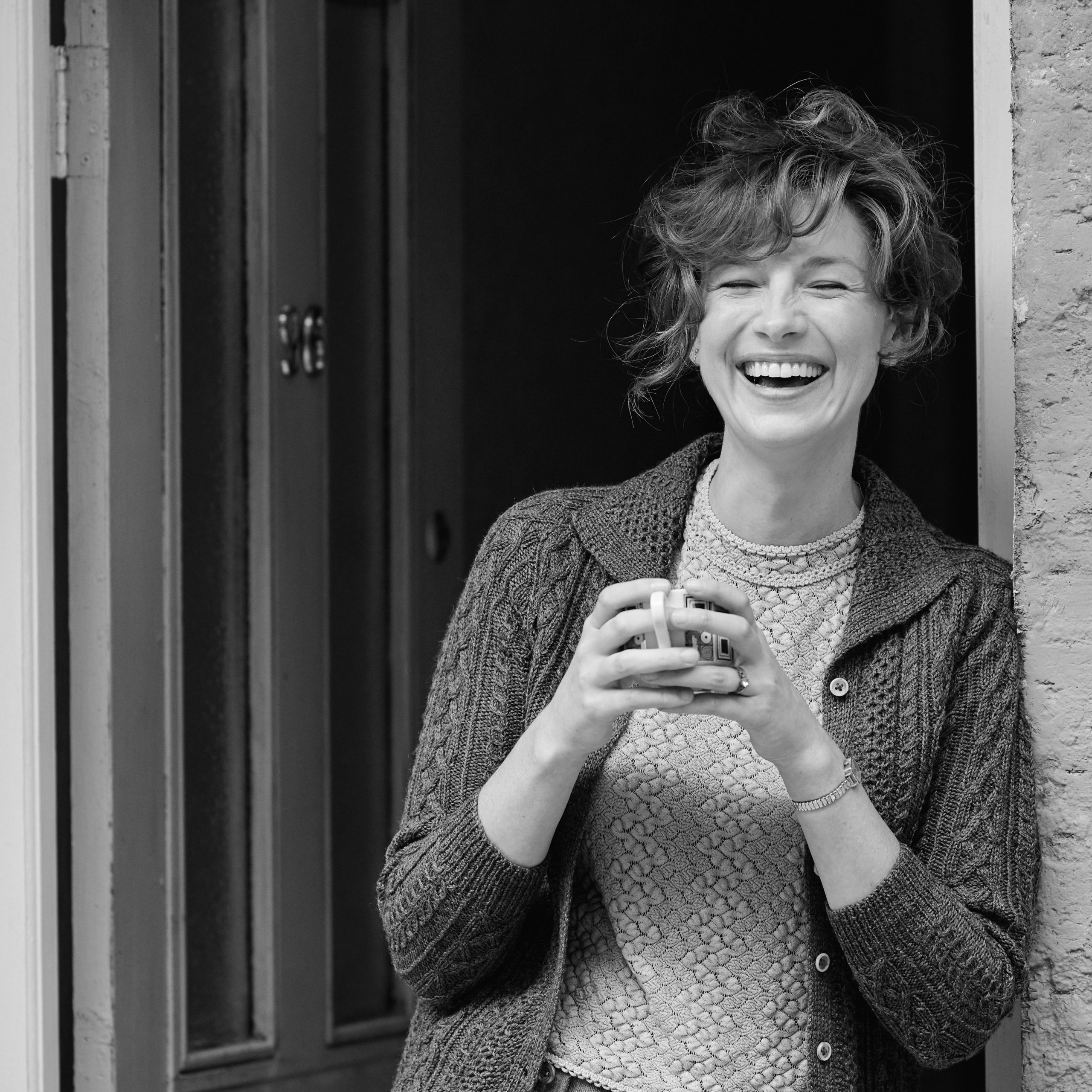 """Caitriona Balfe als """"Ma"""" in Kenneth Branagh's BELFAST"""