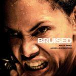 Halle Berry mit Wut im Blick auf dem Filmposter zu ihrem Film Bruised